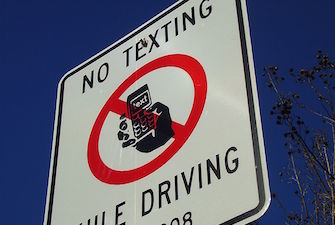 no-texting-while-driving-335
