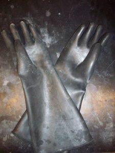 360px-Butyl_rubber_gloves